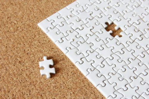ピースがひとつ外れたパズル