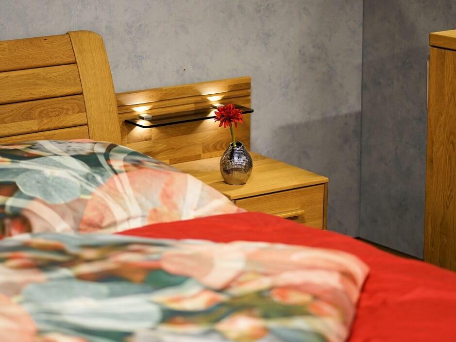 整理整頓された綺麗な寝室