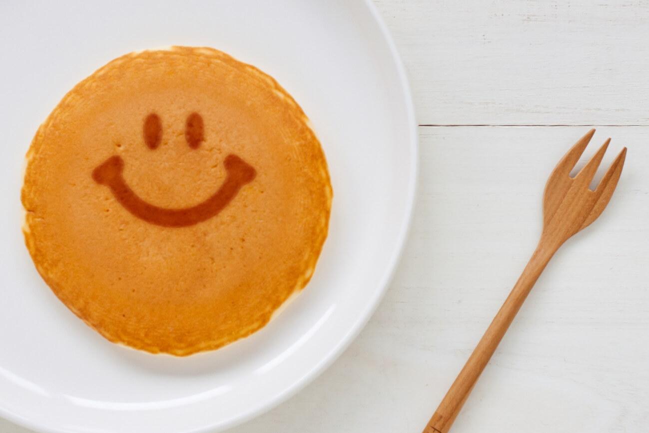朝食に作った笑顔のパンケーキ