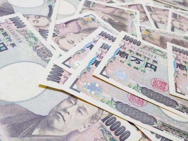 大量の10,000円札
