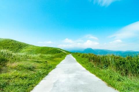 遠くまで繋がる一本道