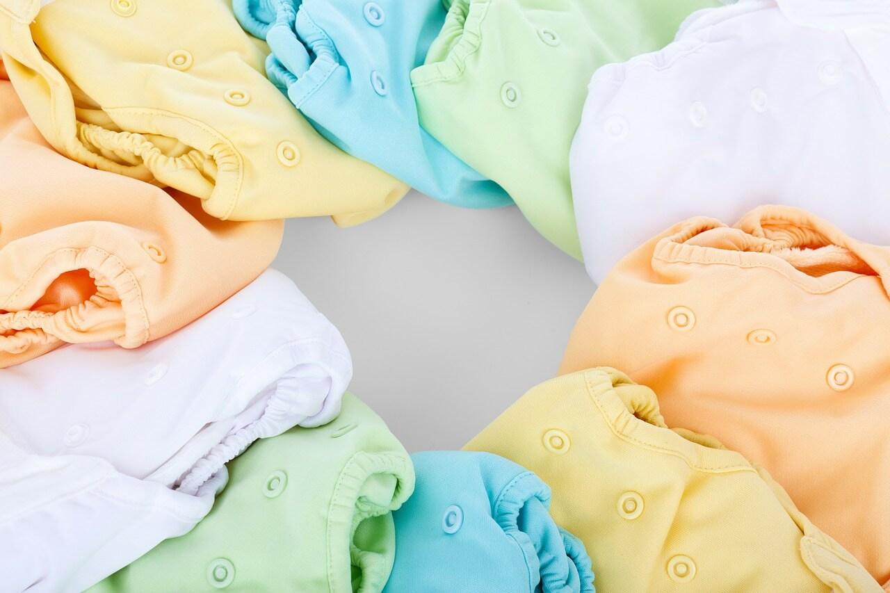 色とりどりの赤ちゃんの服