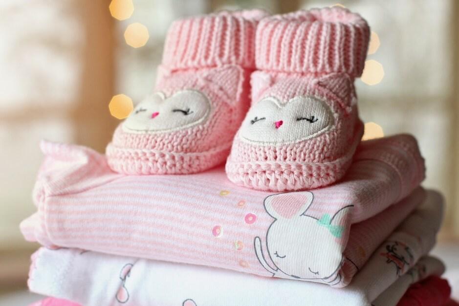 産まれてくる子のための可愛い靴とパジャマ