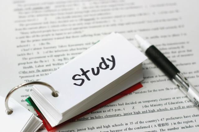 study(勉強)と書かれた紙