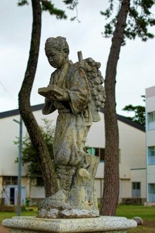 二宮金次郎の石像