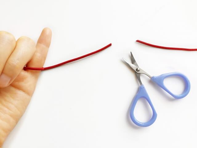 指に繋がっていた糸を切ったところ