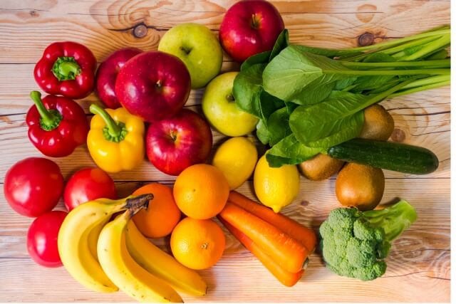 色とりどりの野菜とフルーツ