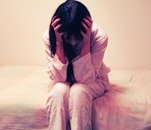子供が自殺して無念の思い出苦しんでいる母親
