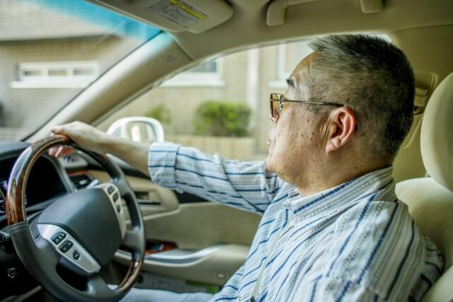 高齢者になっても自分はしっかりしているから大丈夫だと言い張って運転をしている父親