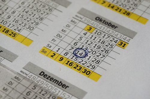 出産手当金がもらえるであろう日にチェックがしてあるカレンダー