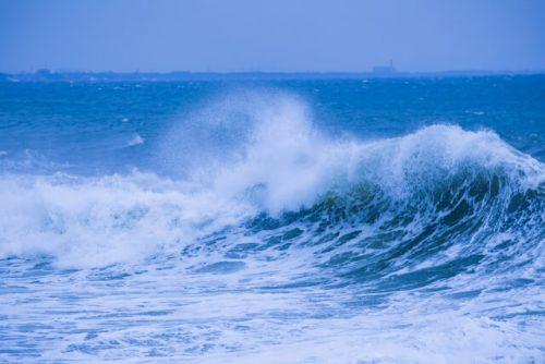 ばしゃーんと鳴る大波