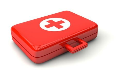 赤い救急バッグ