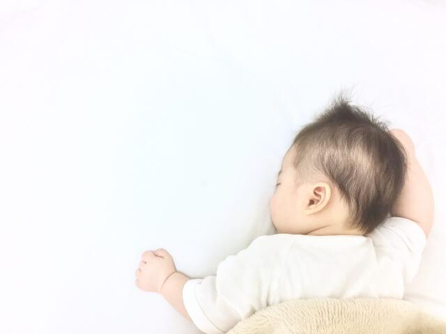 静かにぐっすり眠る赤ちゃん