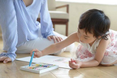 一人で頑張りすぎず、友人にも子供を預かってもらう作戦