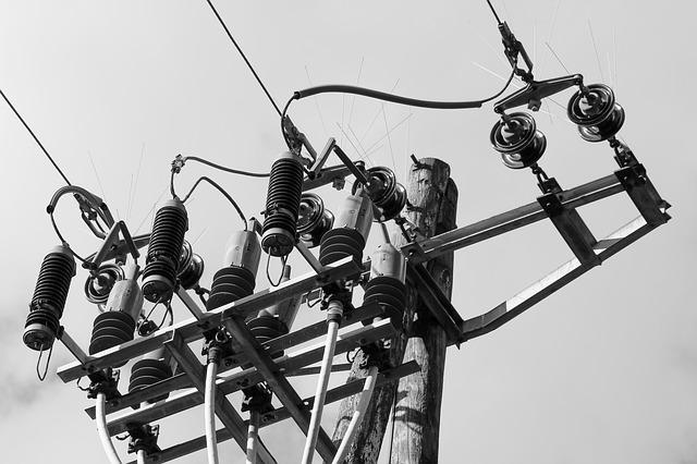 電柱の支線の写真