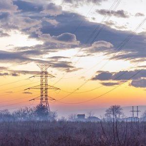 夕日に染まった大きな電柱