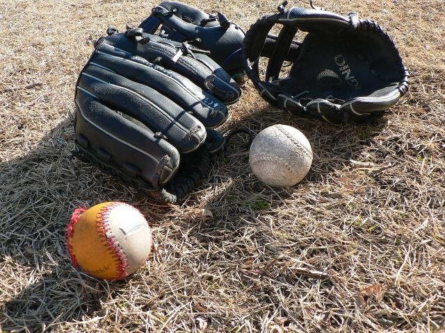 ブルペンエースのぼろぼろになった野球道具